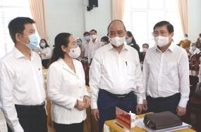 Chủ tịch nước Nguyễn Xuân Phúc tiếp xúc cử tri vận động bầu cử