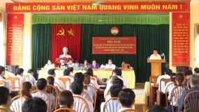 Bộ trưởng Bộ Nội vụ Phạm Thị Thanh Trà cùng các ứng cử viên tiếp xúc cử tri tại Văn Chấn