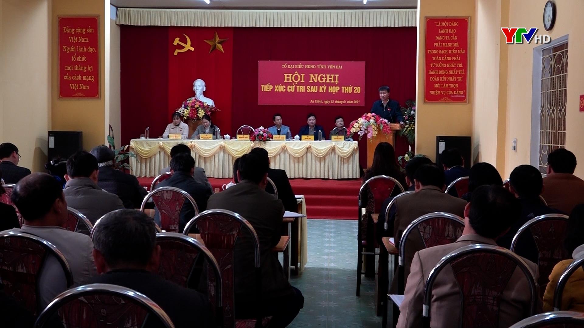 Đồng chí Chủ tịch UBND tỉnh Trần Huy Tuấn tiếp xúc cử tri huyện Văn Yên