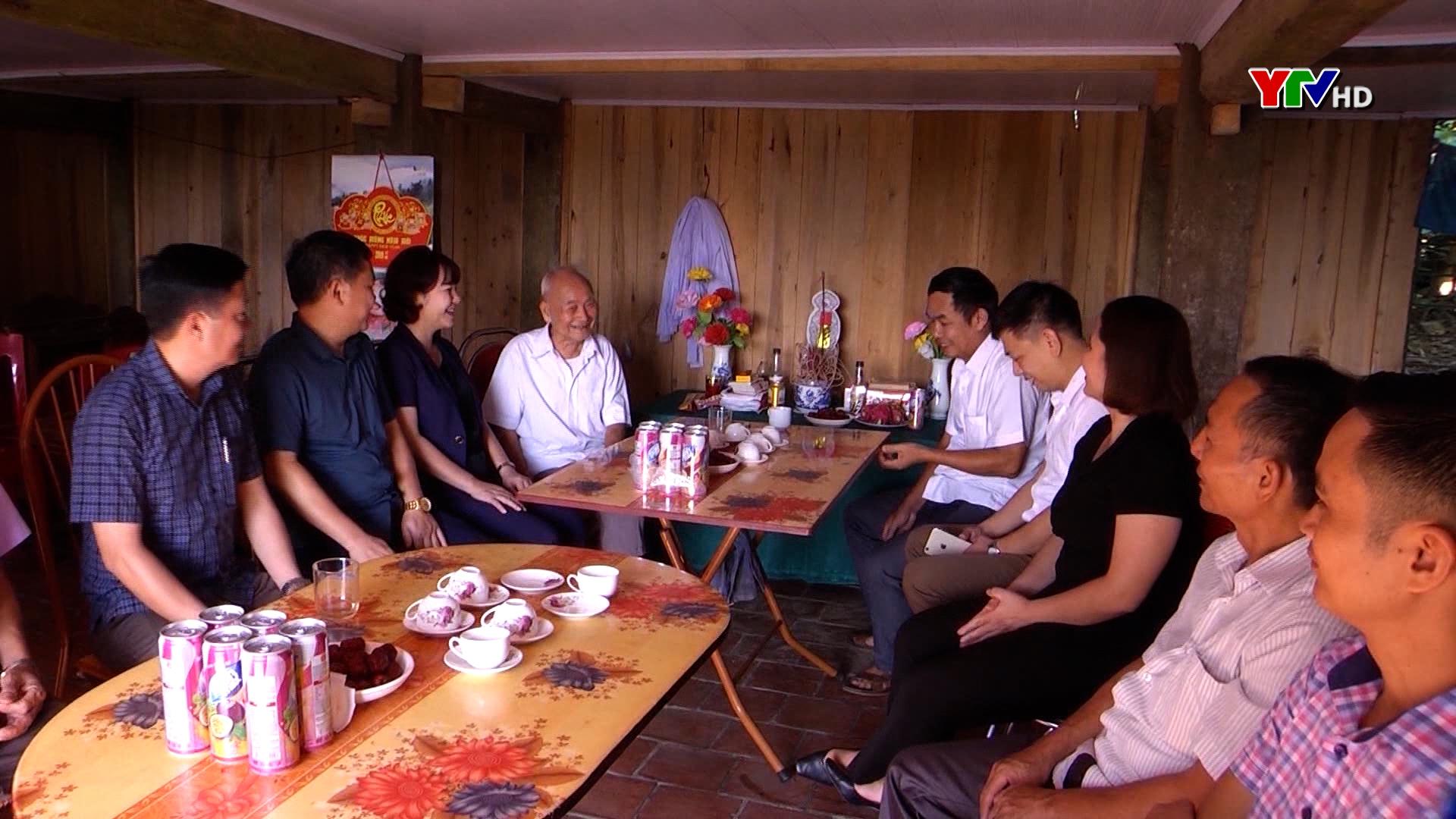 Tất cả hộ nghèo của tỉnh Yên Bái được tặng quà trong dịp Tết Tân Sửu