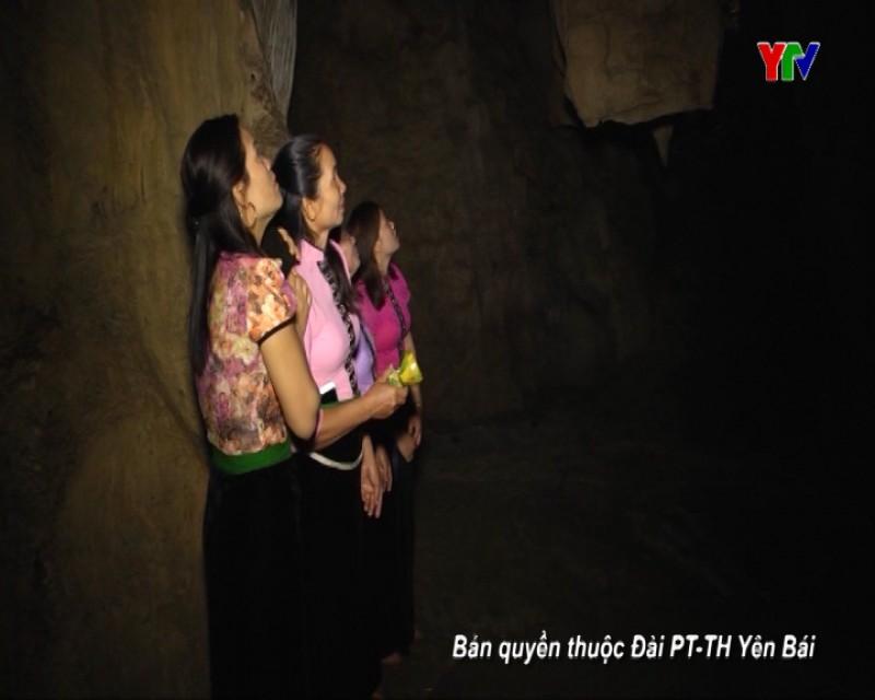 Làng văn hóa Ao Luông
