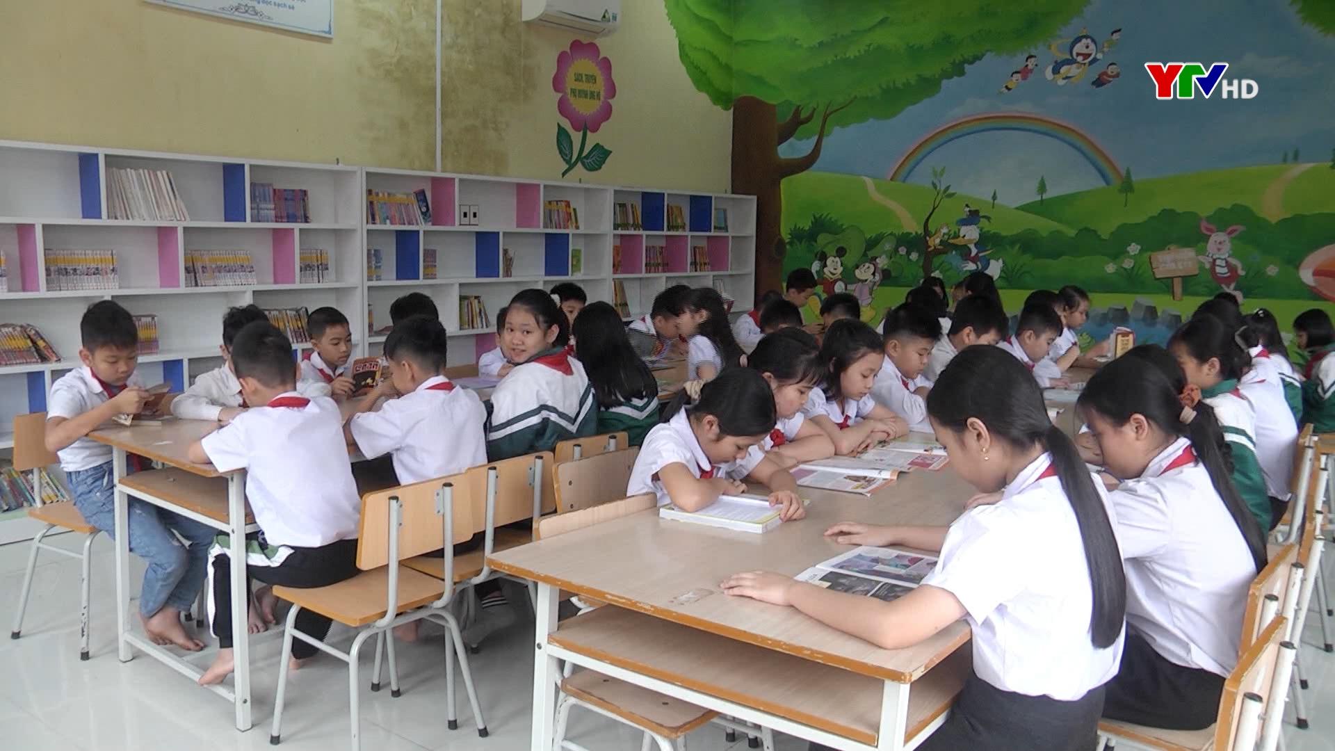 """""""Thắp lửa"""" đam mê đọc sách cho học sinh"""