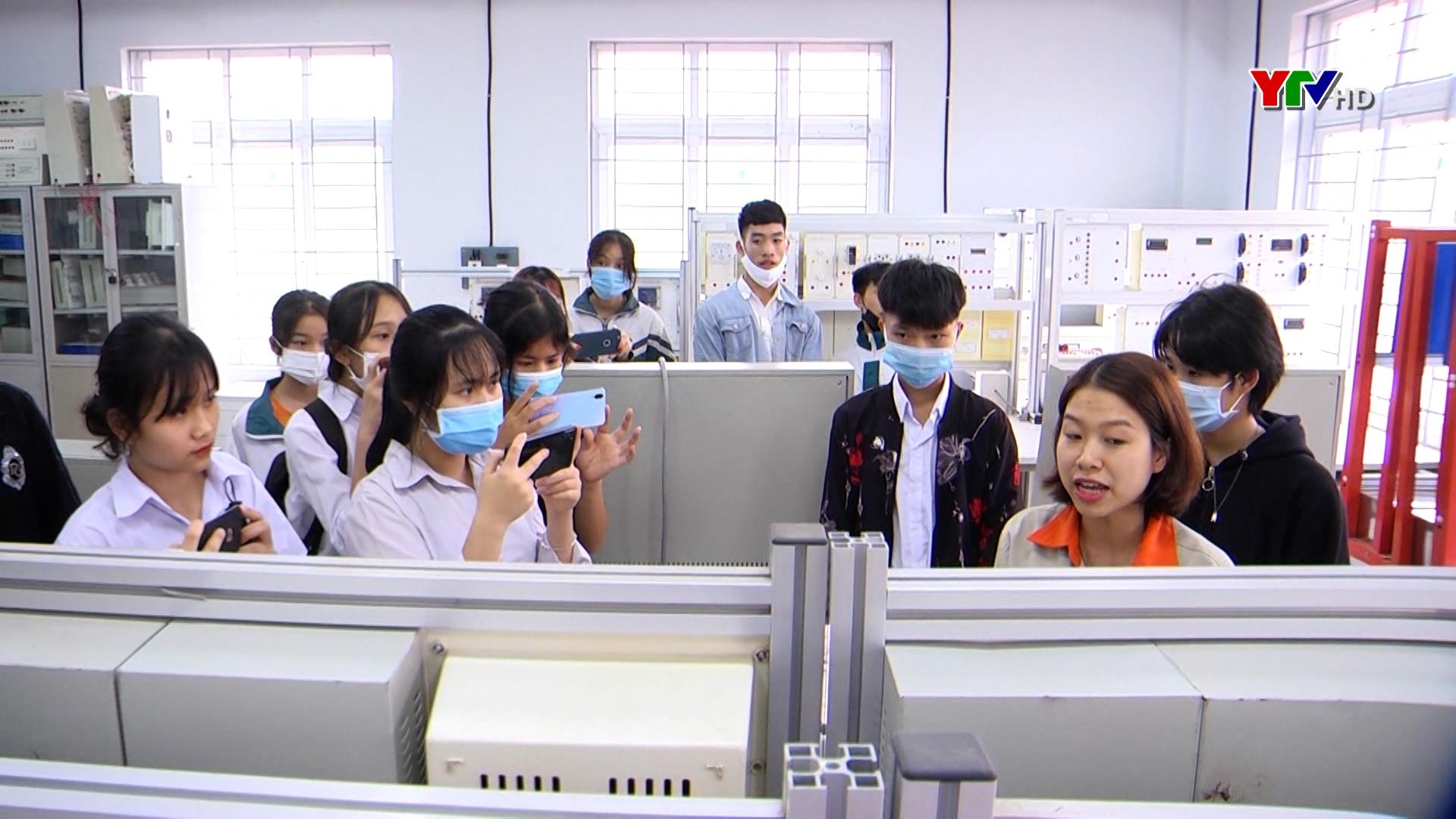 Trường Cao đẳng Nghề Yên Bái phối hợp tổ chức hướng nghiệp cho học sinh các trường THCS huyện Yên Bình
