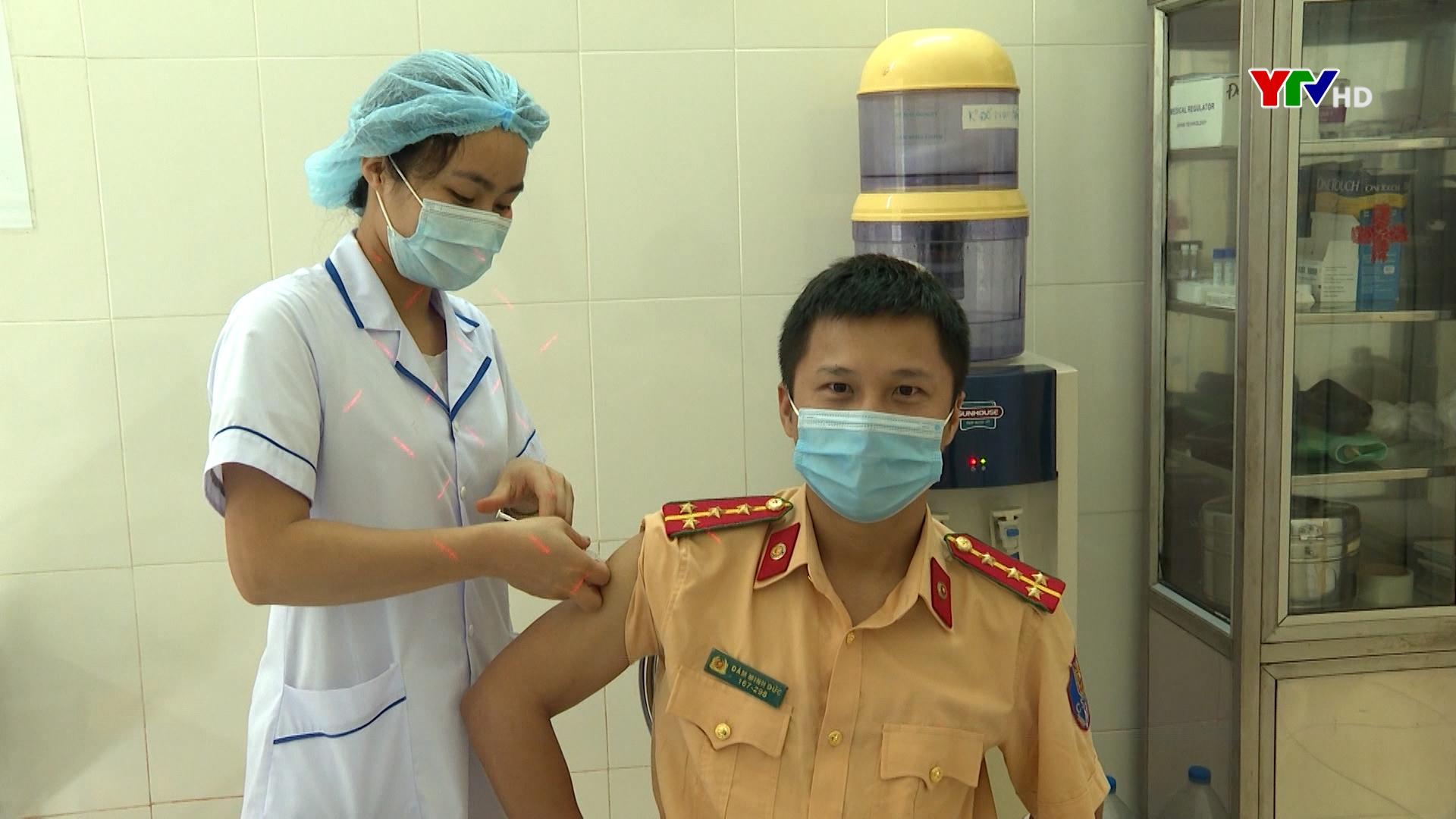 200 cán bộ, chiến sỹ Công an tỉnh Yên Bái được tiêm vaccine phòng COVID – 19
