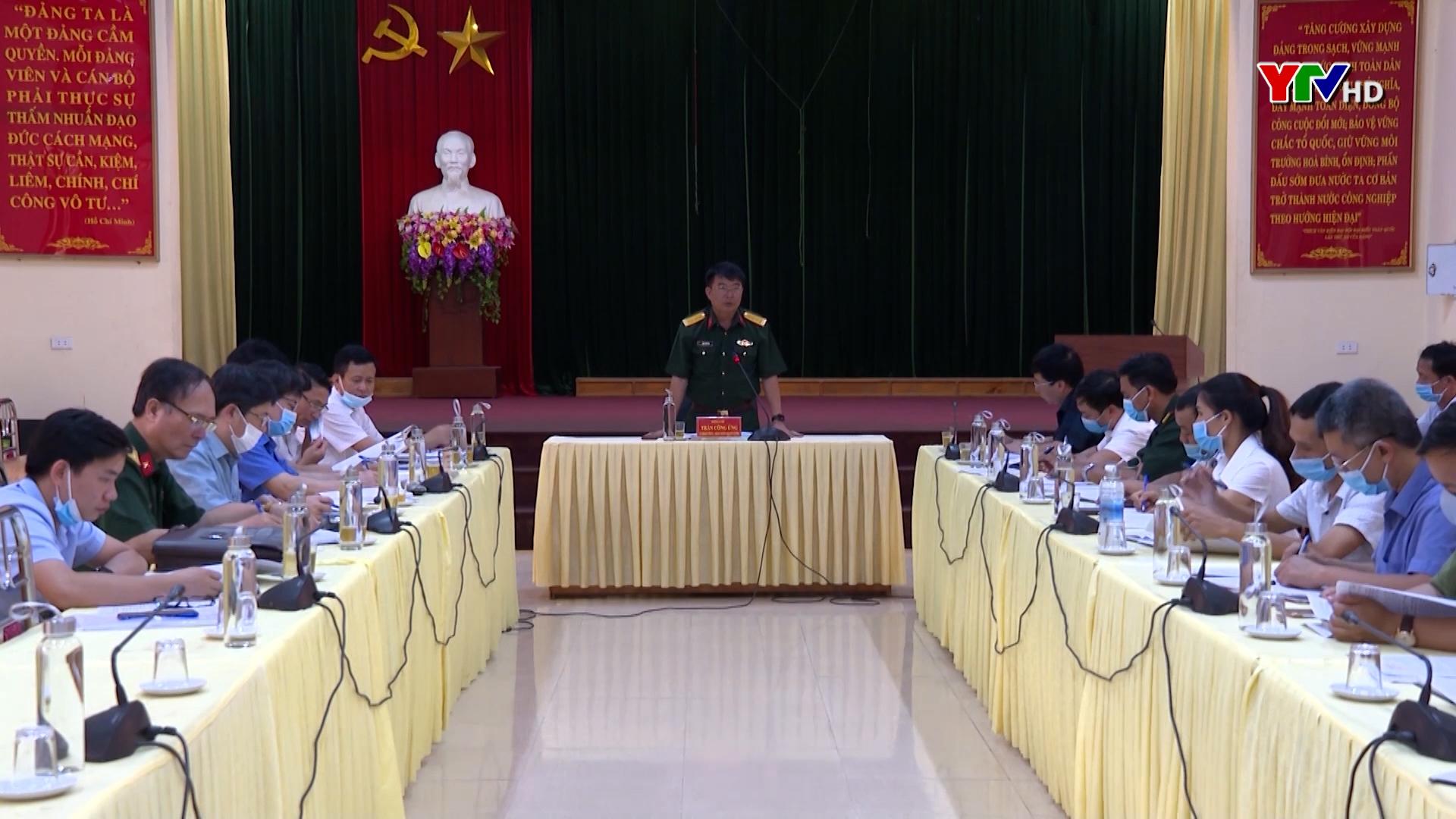 Đại tá Trần Công Ứng - Chỉ huy trưởng Bộ CHQS tỉnh kiểm tra công tác PCTT- TKCN tại huyện Trạm Tấu