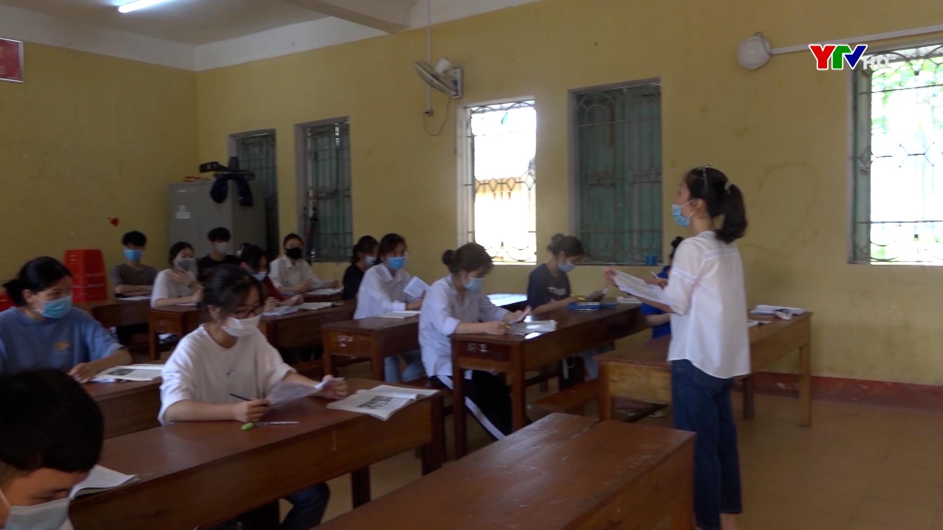 Trường THPT Văn Chấn tập trung ôn tập cho học sinh lớp 12