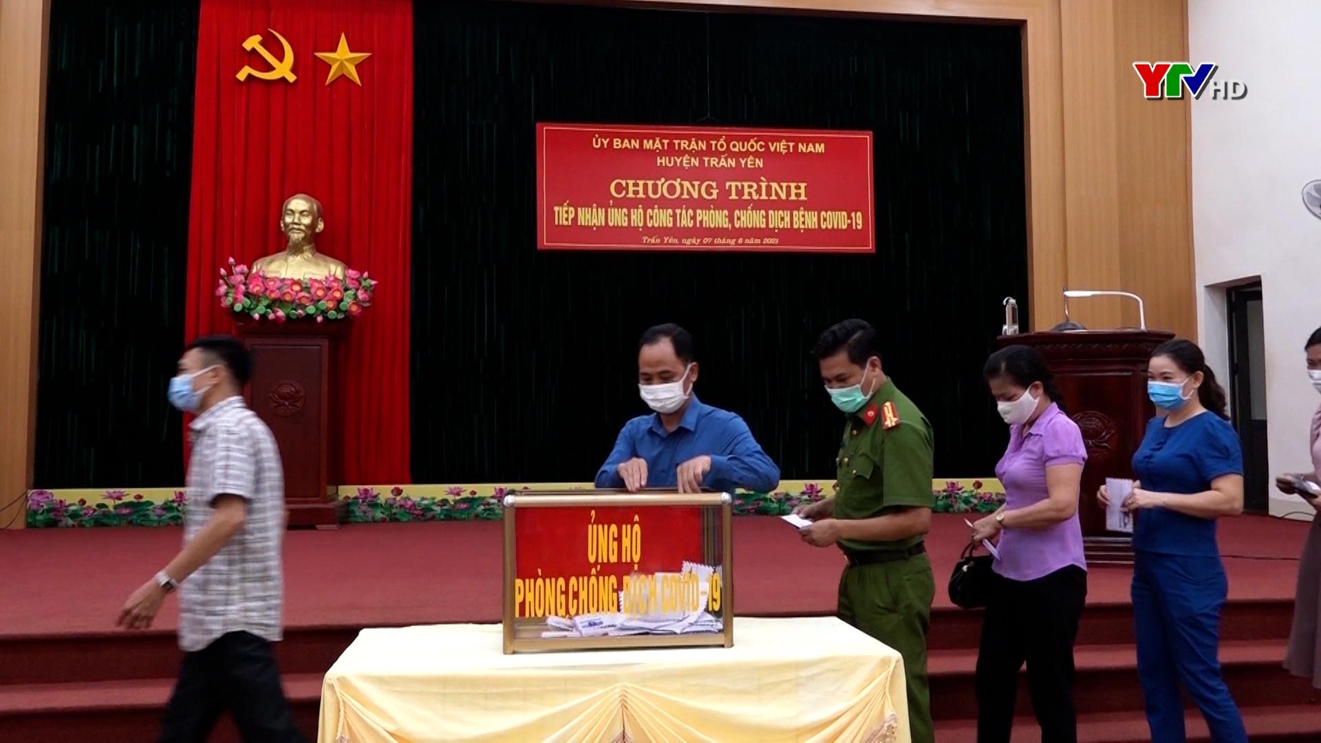 Huyện Trấn Yên chung tay ủng hộ Quỹ phòng, chống COVID-19