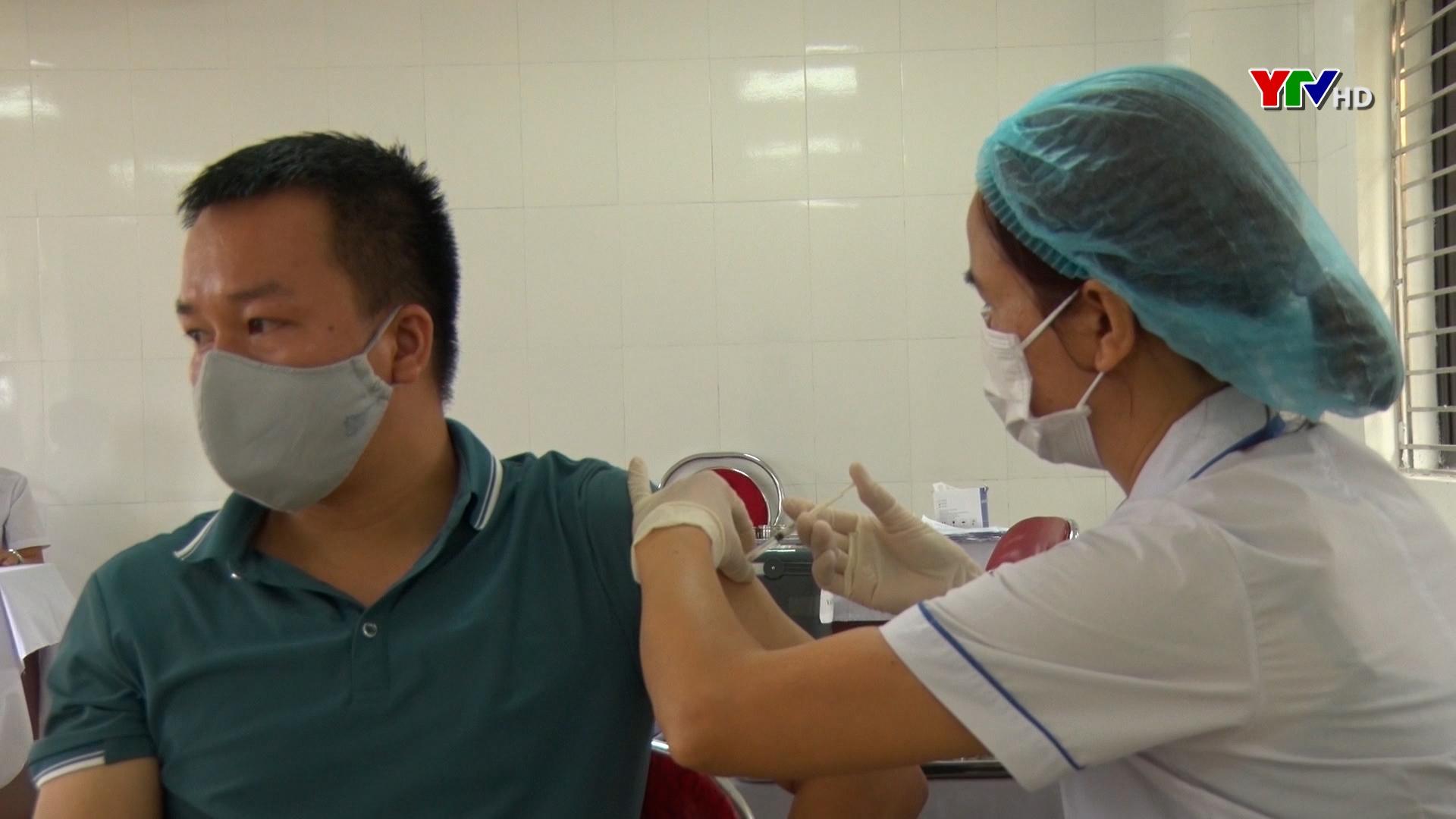 Văn Chấn: Hơn 1.500 người được tiêm vaccine phòng, chống COVID – 19