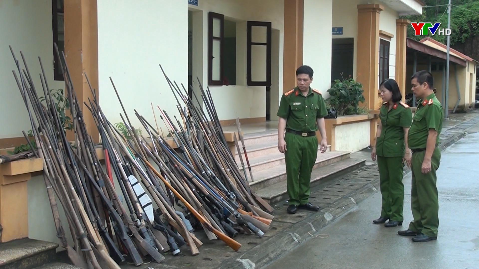 Công an huyện Yên Bình vận động người dân giao nộp 67 vũ khí, vật liệu nổ, công cụ hỗ trợ