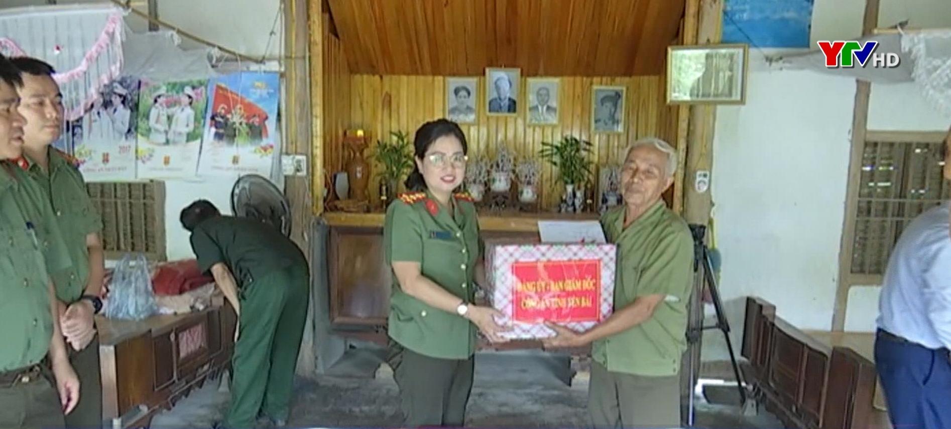 Công an tỉnh thăm, tặng quà gia đình liệt sỹ Công an nhân dân