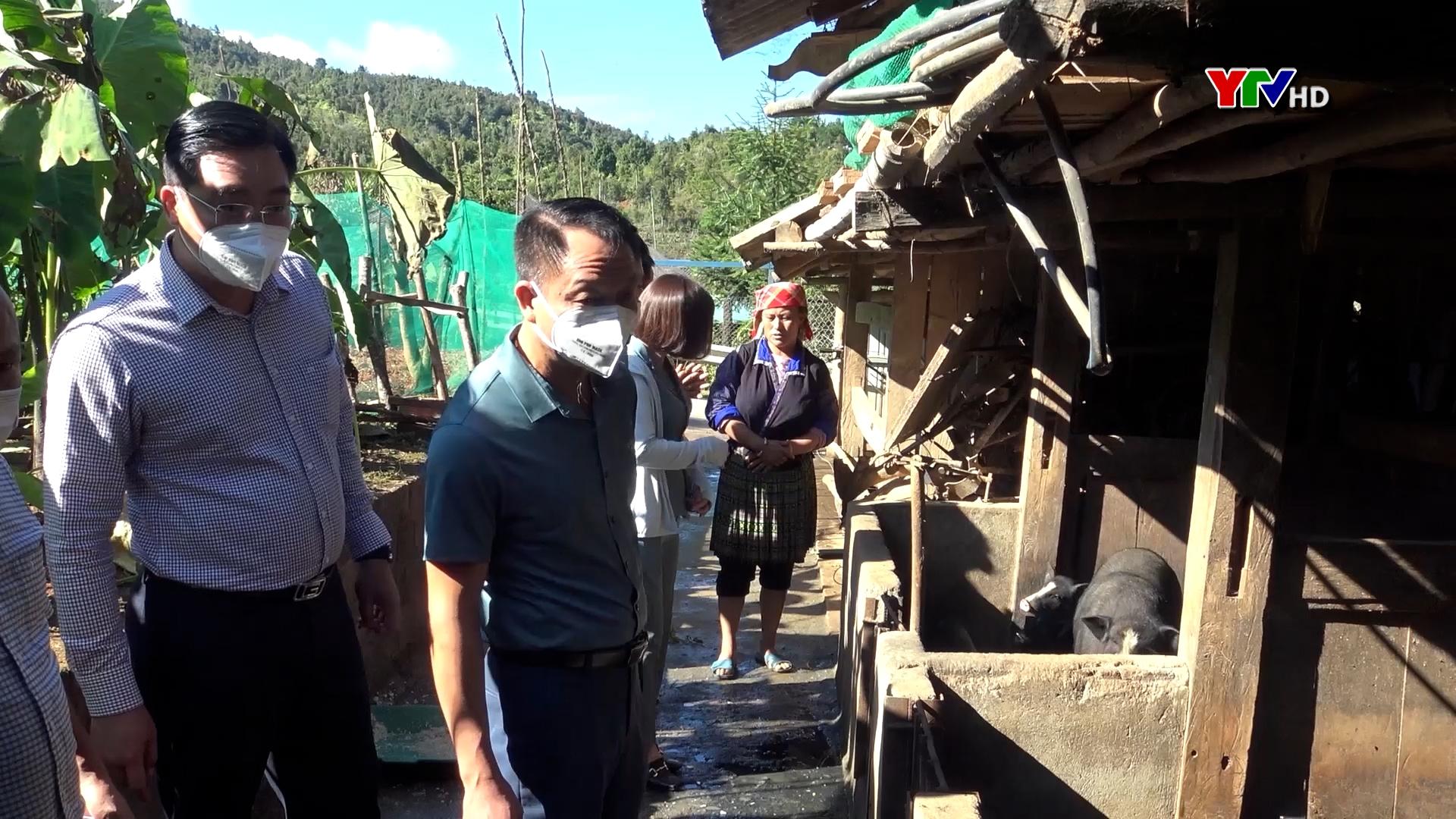 Đồng chí Vũ Quỳnh Khánh - PCT Thường trực HĐND giám sát tại xã Púng Luông và Nậm Khắt, huyện Mù Cang Chải