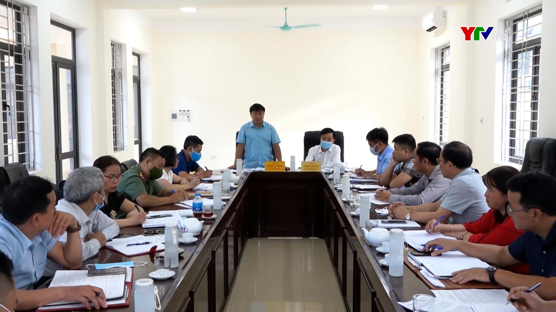 Đồng chí Chủ tịch Ủy ban MTTQ tỉnh Giàng A Tông làm việc tại huyện Trạm Tấu