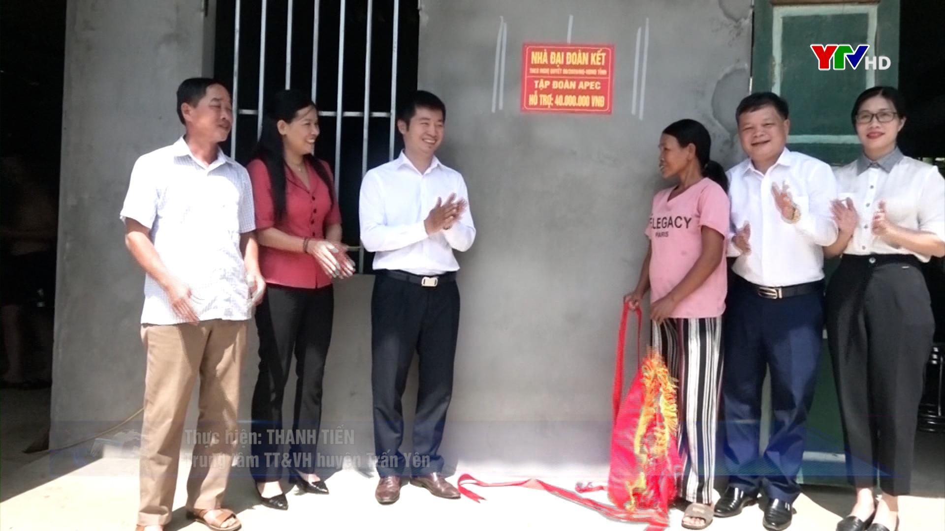 Tập đoàn APEC gắn biển 10 ngôi nhà đại đoàn kết tại huyện Trấn Yên
