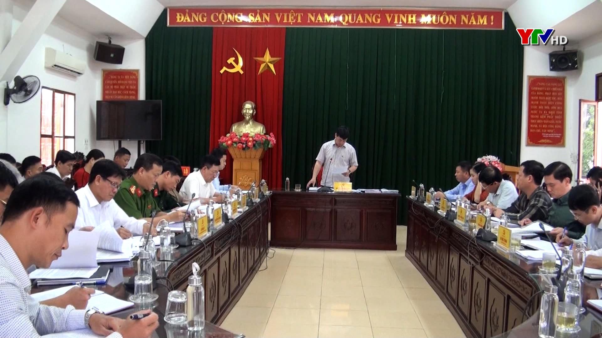 Đồng chí Nguyễn Minh Toàn - Chủ nhiệm UBKT Tỉnh ủy làm việc tại thị xã Nghĩa Lộ