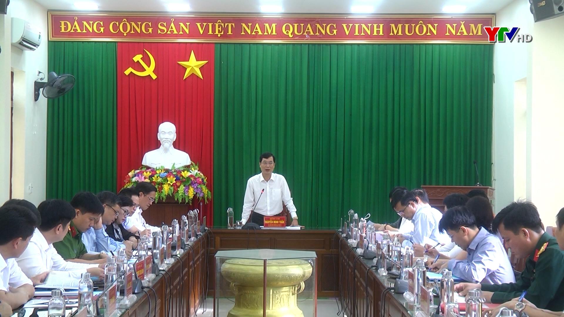 Đồng chí Nguyễn Minh Tuấn - Trưởng Ban Tuyên giáo Tỉnh ủy cùng đoàn công tác của tỉnh làm việc tại huyện Trấn Yên