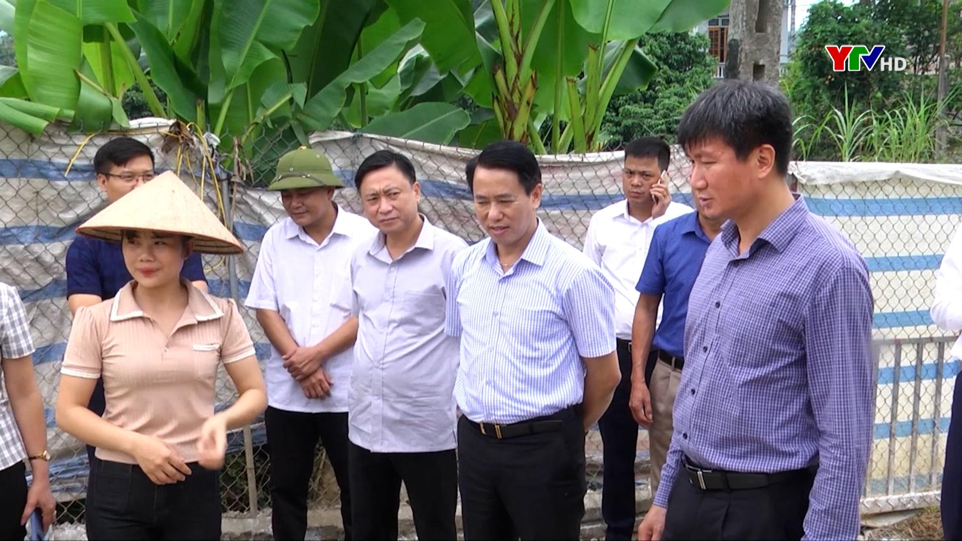 Đồng chí Chủ tịch UBND tỉnh Trần Huy Tuấn kiểm tra việc thực hiện Chương trình hành động 190 của Tỉnh ủy tại huyện Văn Yên