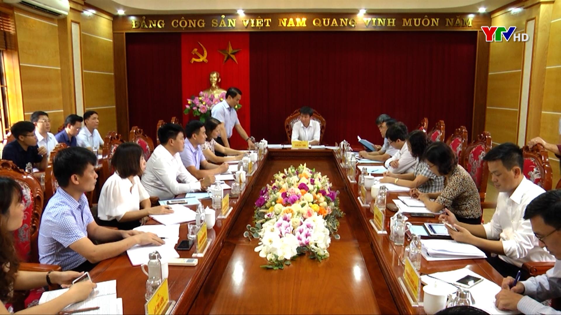 Đồng chí Chủ tịch UBND tỉnh Trần Huy Tuấn cùng đoàn công tác làm việc với Ban Thường vụ Huyện ủy Văn Yên
