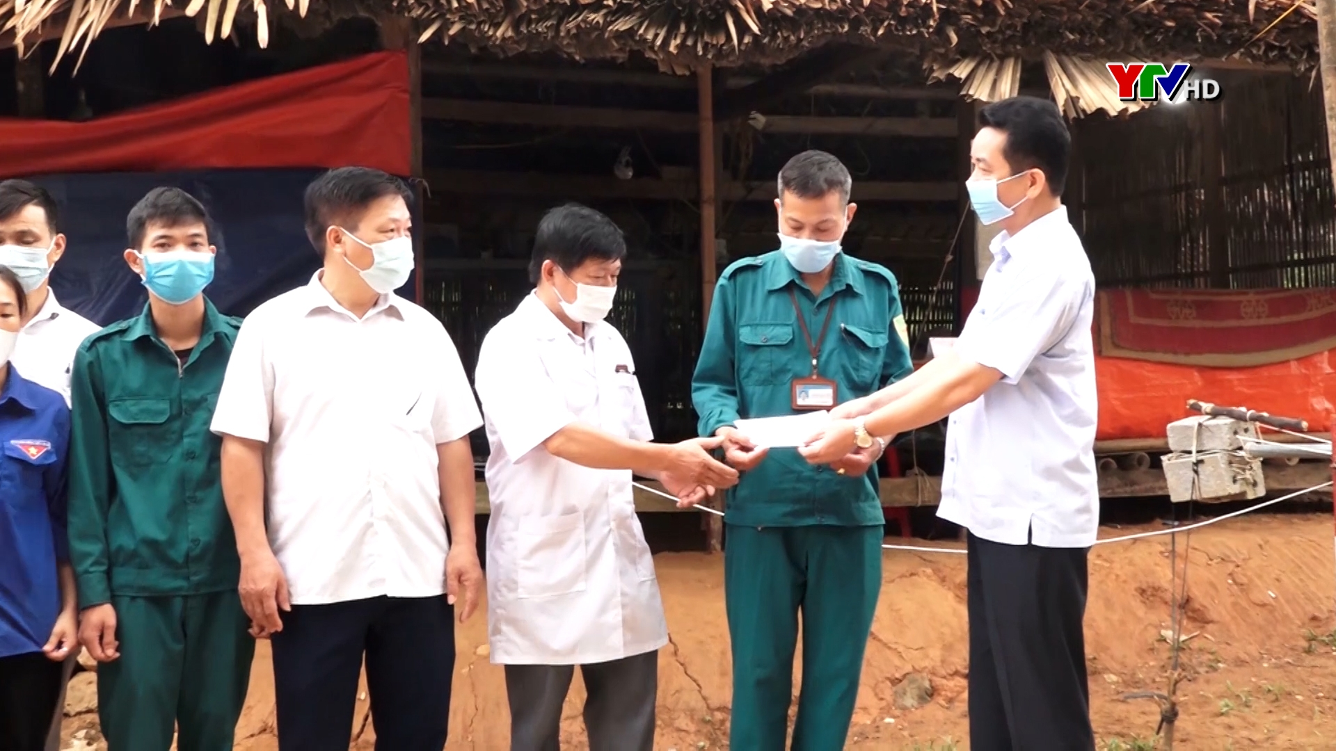 Lục Yên hỗ trợ 50 triệu đồng cho các chốt kiểm soát phòng, chống COVID - 19