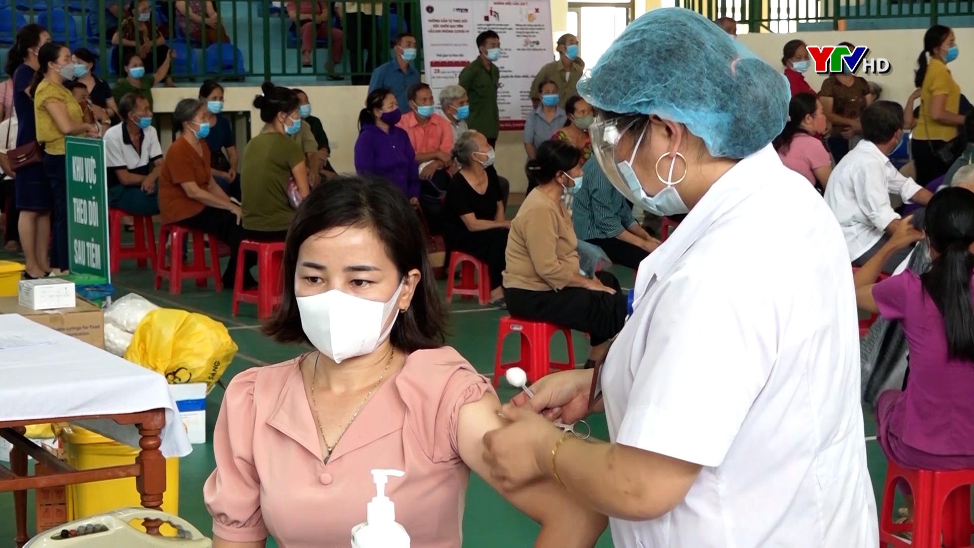 Trấn Yên: Hơn 42.000 người được tiêm vắc xin phòng COVID-19